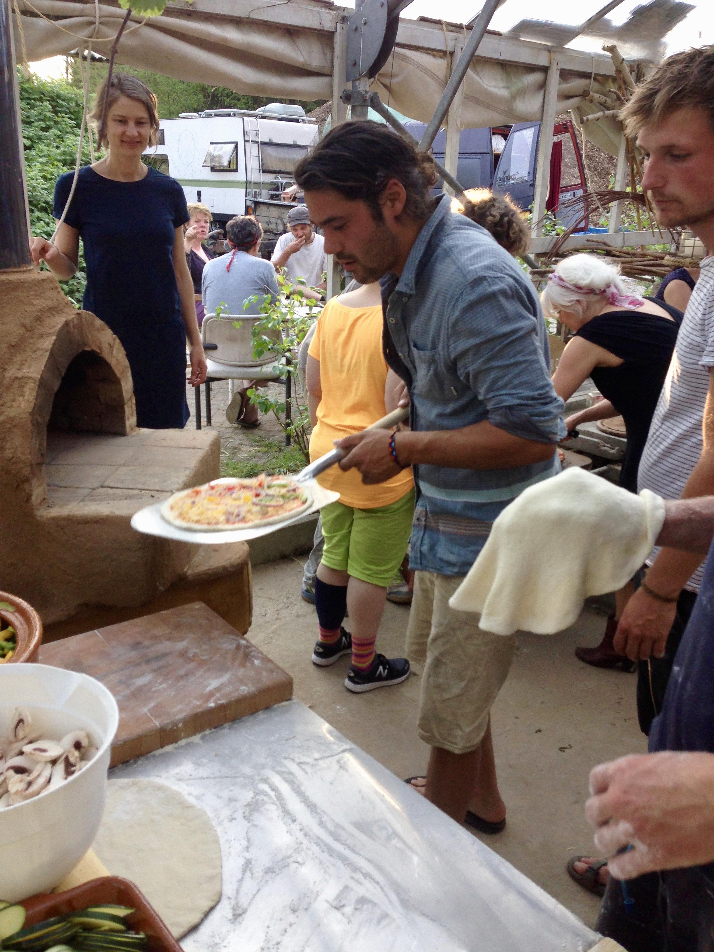 De eerste pizza kan er in!